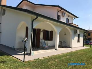 Photo - Single family villa 300 sq.m., Merlara