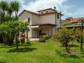 Photo - Single family villa via Giuseppe Garibaldi, Manziana