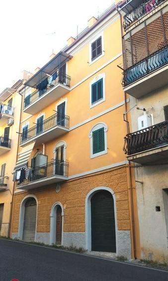 foto facciata 3-room flat via Maria Josè del Belgio, Sant'Angelo Romano