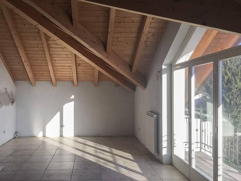 foto sala Bilocale vicolo Solferino 7, Gemonio