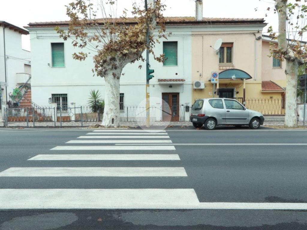 foto facciata Τεσσάρι viale Aldo Moro, San Giovanni Teatino