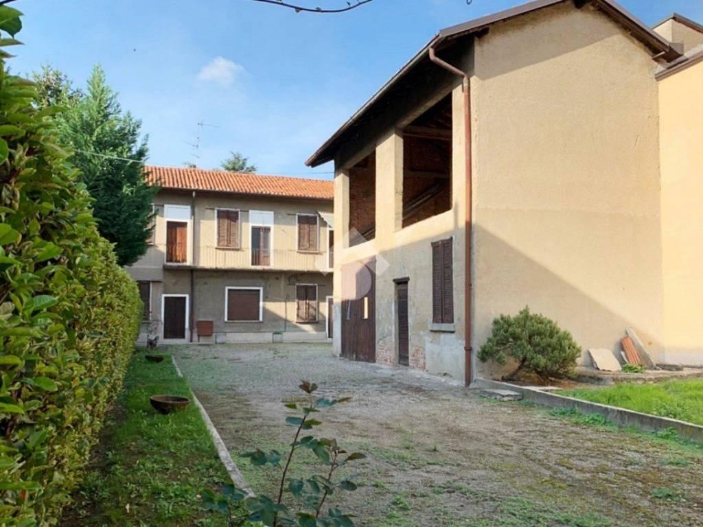 foto facciata Terratetto unifamiliare via san martino, Carate Brianza