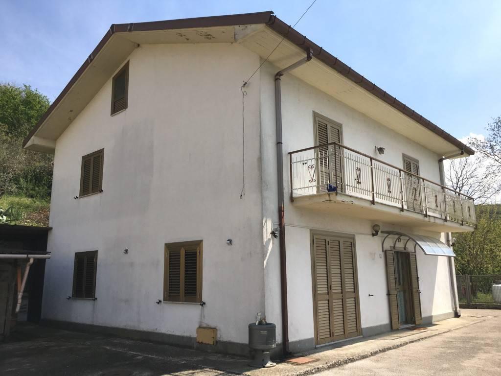 foto  Μονοκατοικία βίλα via Serino, Atripalda