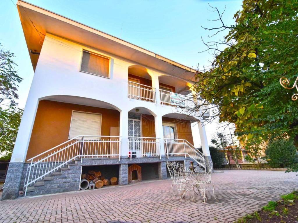 foto ESTERNO Multi-family villa, good condition, 195 sq.m., Brandizzo
