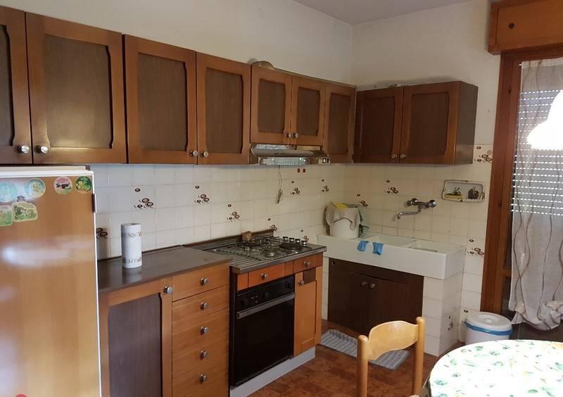 foto  Single-family townhouse 450 sq.m., good condition, Montelabbate