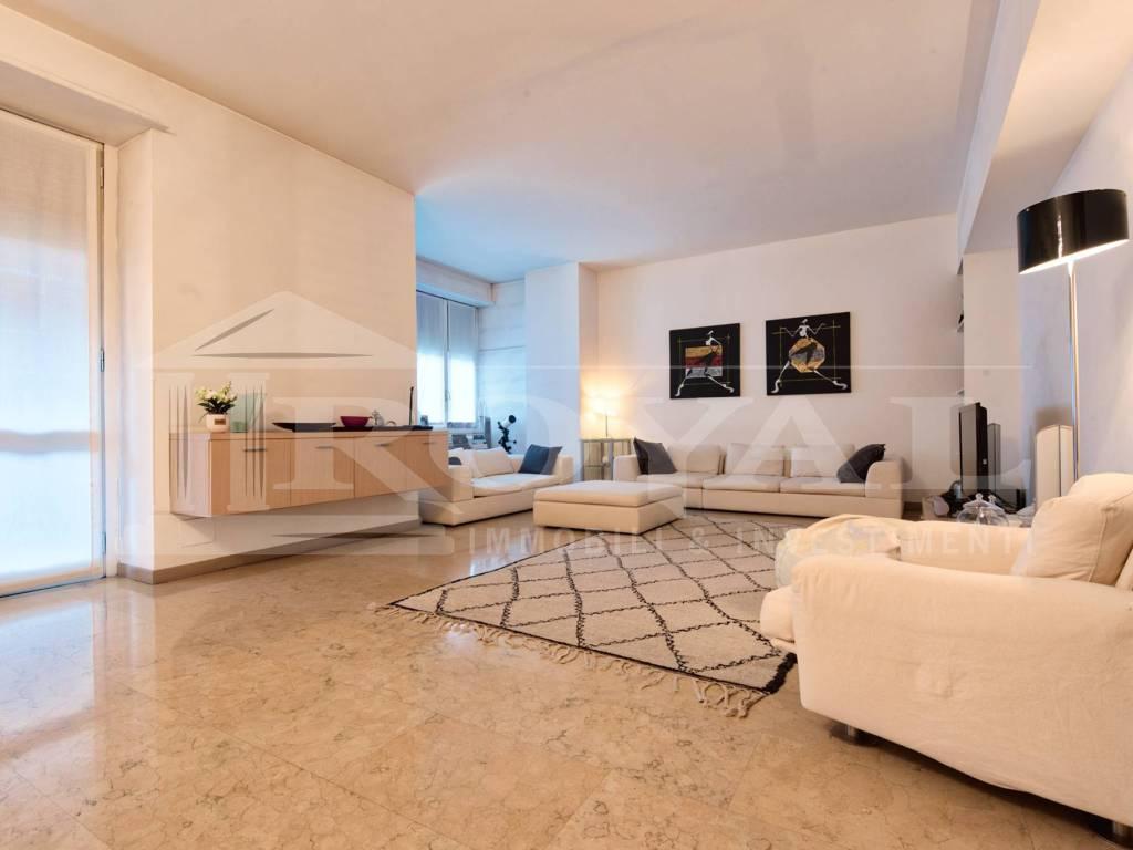 foto salone 4-room flat via Vittor Pisani 13, Milano