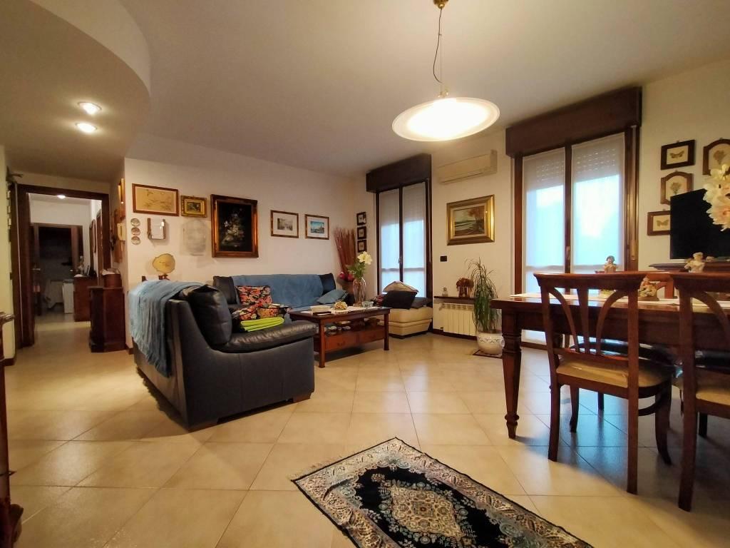 foto SOGGIORNO 4-room flat vicolo Bruno Buozzi 8, Galliate
