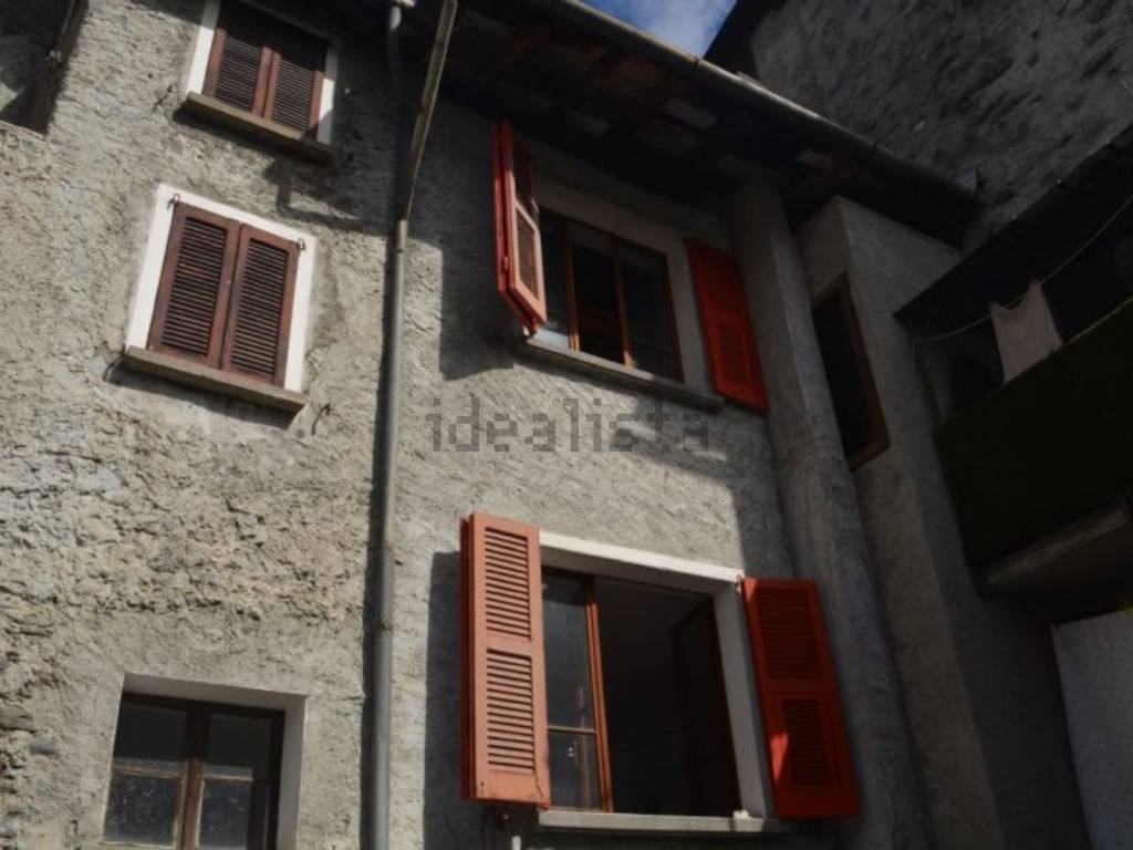 foto  Single-family townhouse via San Giovanni, Lanzada