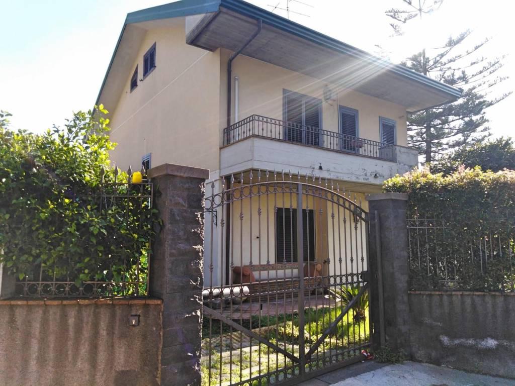 foto  Villa bifamiliare via Giovanni Fattori 6, Mascalucia