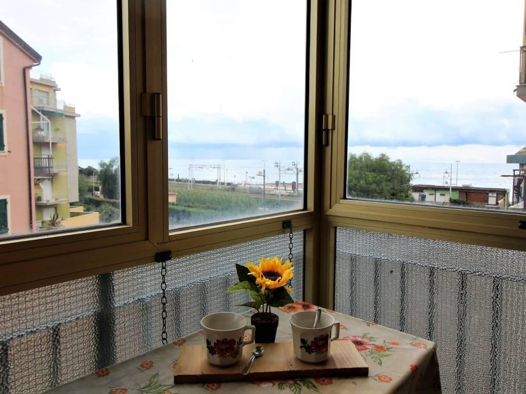foto balcone verandato 2-room flat via Montevideo, Borghetto Santo Spirito
