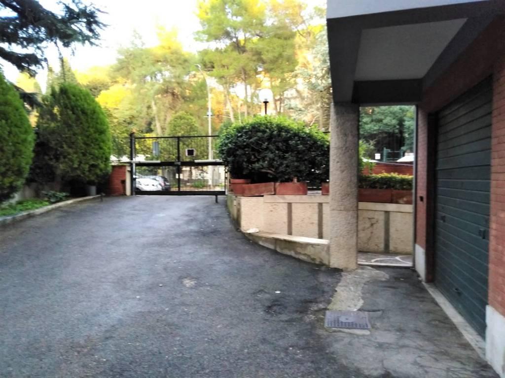 foto ingresso Box - Garage via Mario Fani 139, Roma