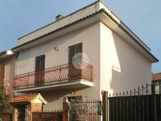 Photo - Building due piani, to be refurbished, Borghesiana, Roma