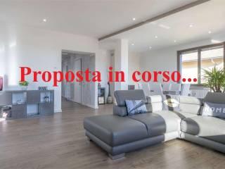 Фотография - Четырехкомнатная квартира via Giovanni XXIII, 11, Lambrugo