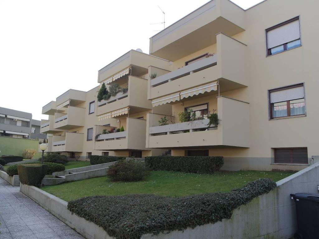 foto  Τριάρι via 4 Novembre, Vercelli