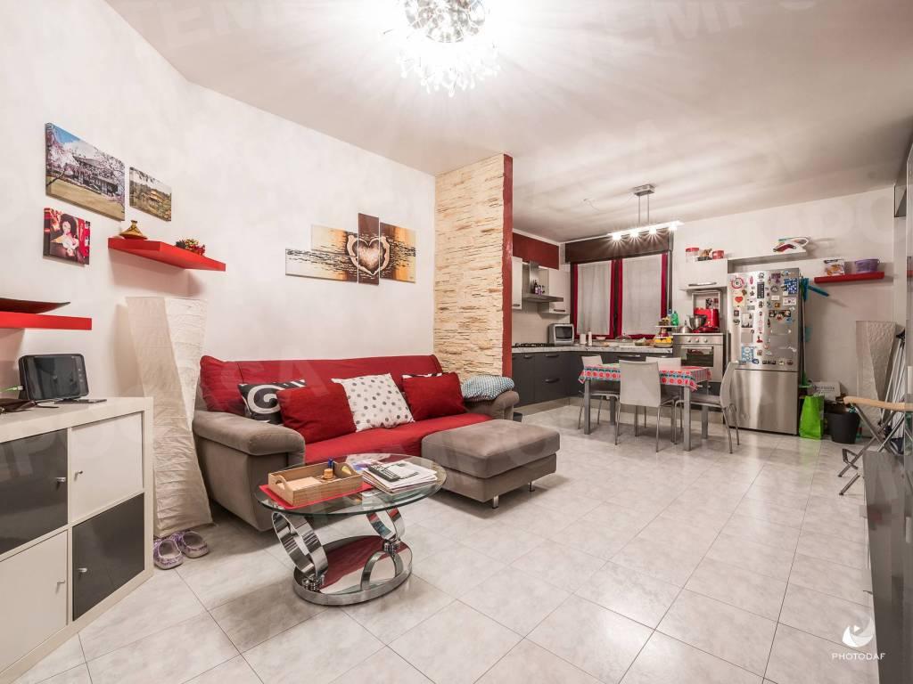 foto soggiorno 2-room flat via Rutilia 17, Milano