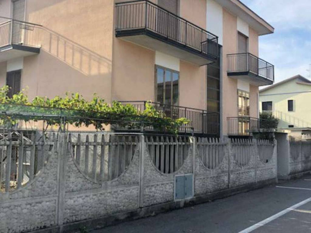 foto recinxione Single-family townhouse via NOVARA 8, Pregnana Milanese