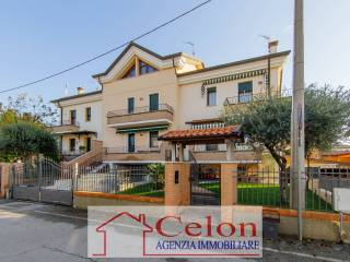 Photo - Terraced house via Mario Guzzon, Bagnoli di Sopra