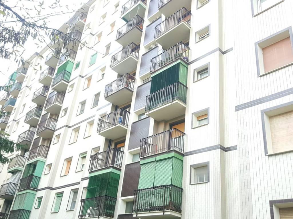 foto  3-room flat via Eugenio Curiel, Cesano Boscone