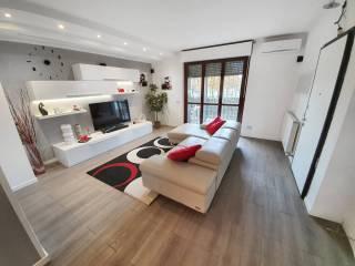 Photo - 4-room flat via Prima Strada, Lainate