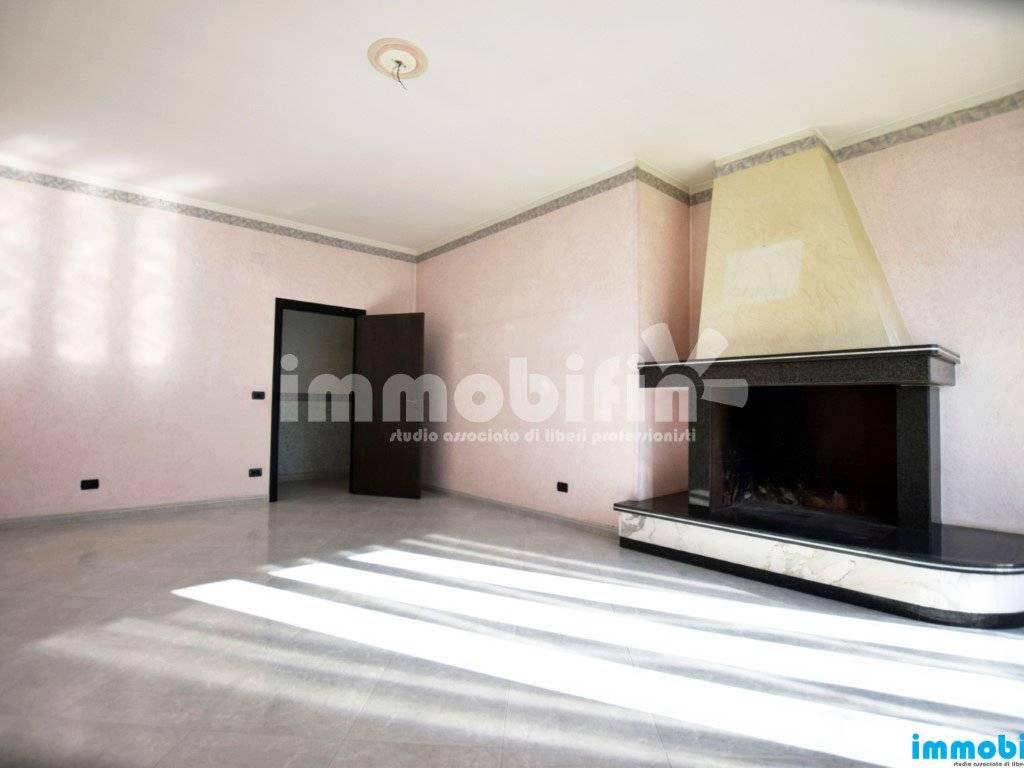 foto soggiorno/sala da pranzo Appartamento buono stato, primo piano, Oria