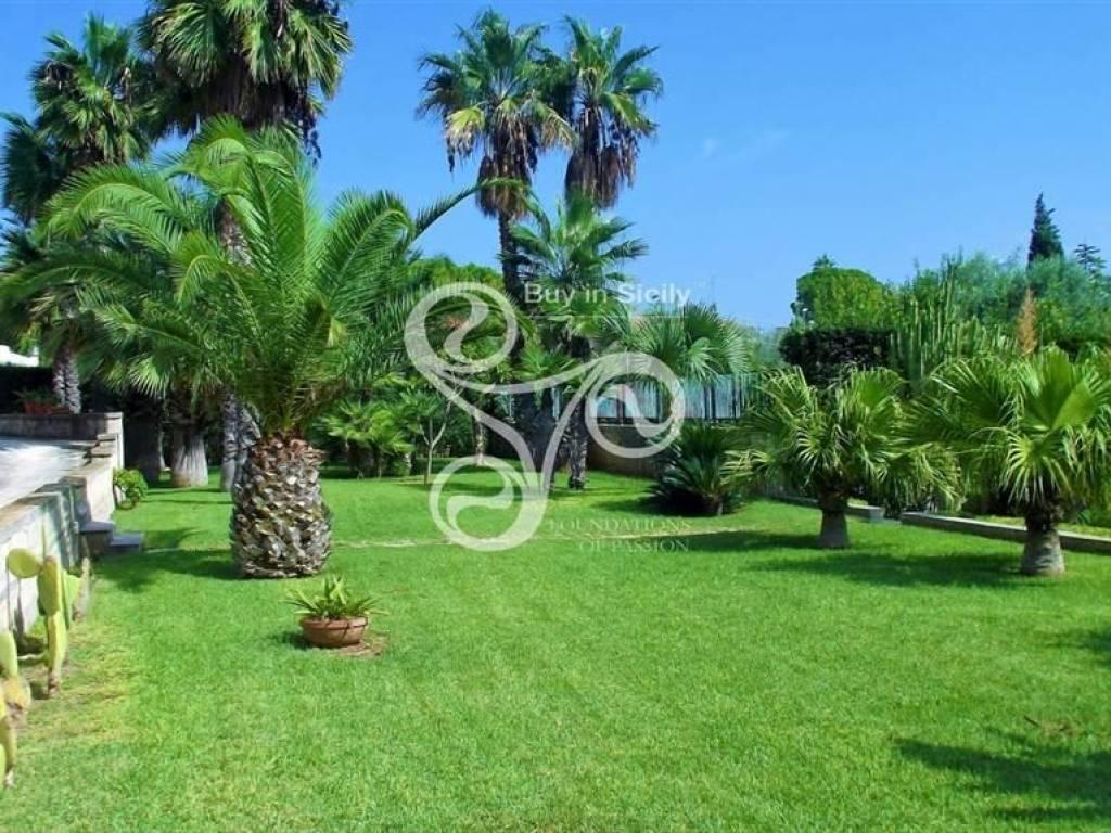 Vendita Villa unifamiliare in via Amalfi Siracusa. Da ...