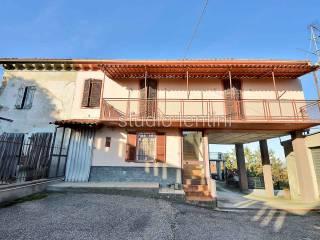 Φωτογραφία - Οικιστικό συγκρότημα via Martire Giambone 67, Camagna Monferrato