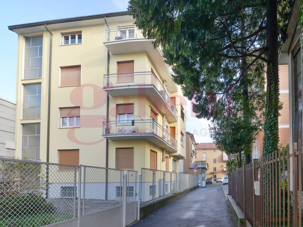 foto esterno Двухкомнатная квартира третий этаж, Cantù