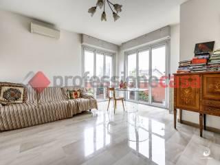 Photo - 4-room flat viale Lombardia 1, Buccinasco