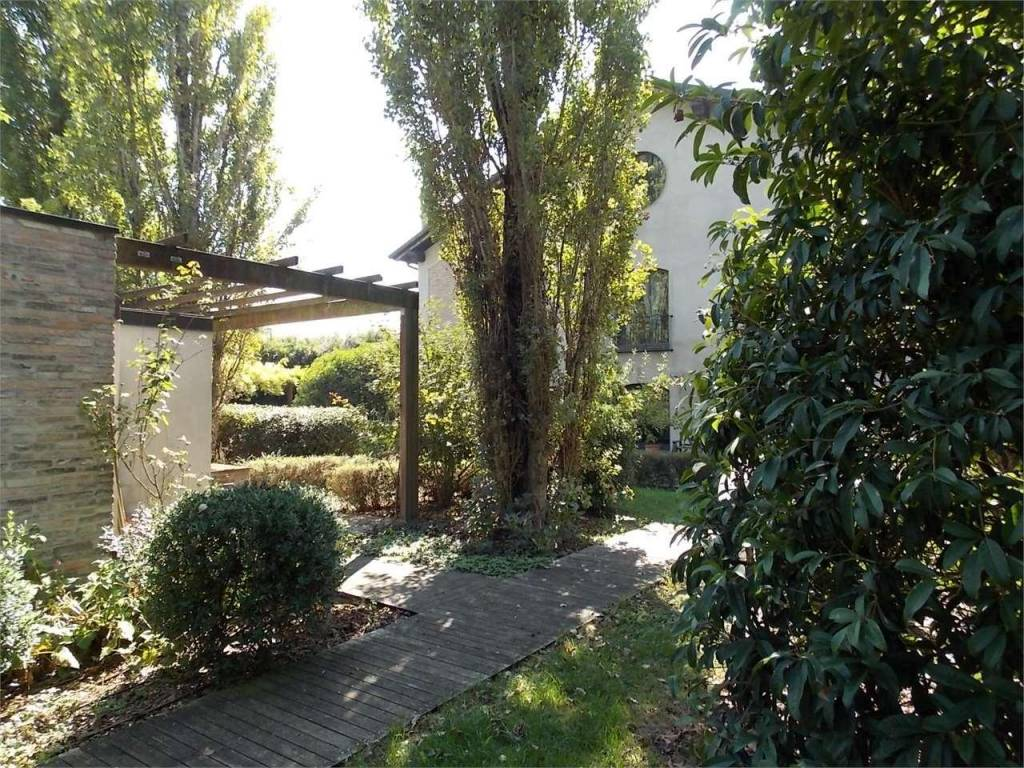 foto  Country house, excellent condition, 400 sq.m., Rubiera