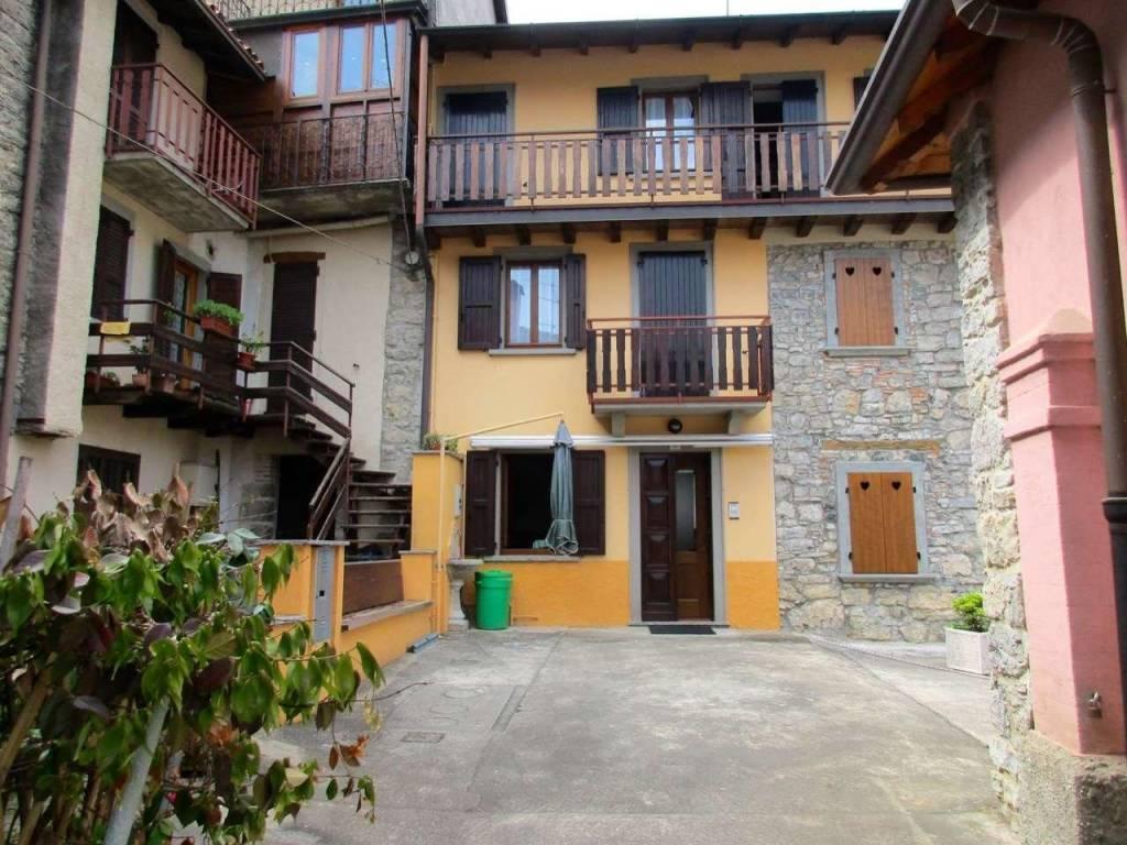 foto  Multi-family townhouse via San Lorenzo, Capizzone