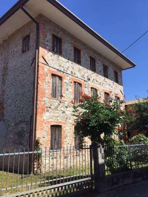 foto  Single-family townhouse 250 sq.m., to be refurbished, Vidor