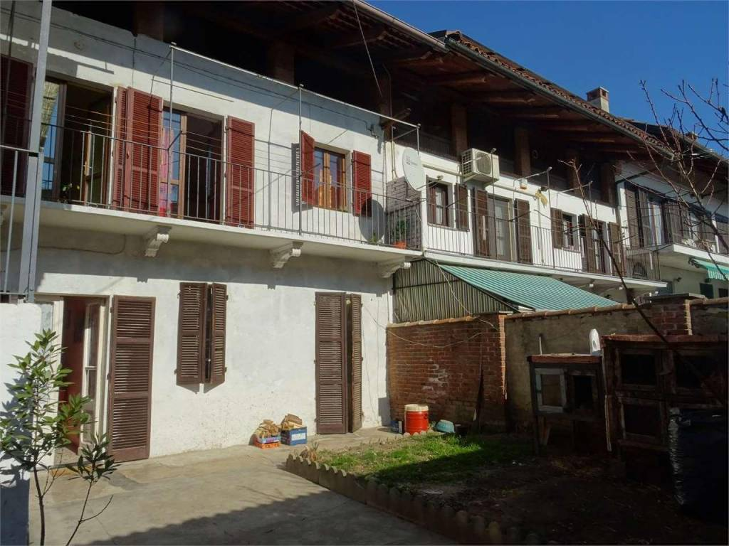 foto  Multi-family townhouse 120 sq.m., good condition, Montanaro