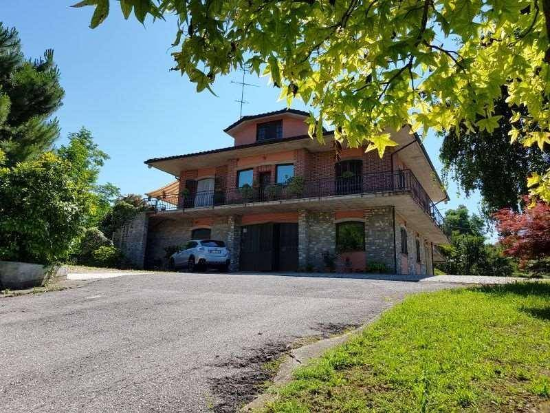 foto  Single family villa, good condition, 380 sq.m., Lesegno