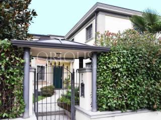 Photo - Single family villa via Gran Sasso 122, Segrate
