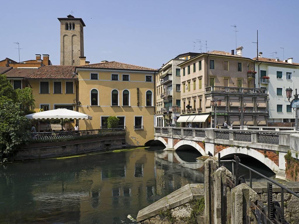 foto  Building tre piani, good condition, Treviso