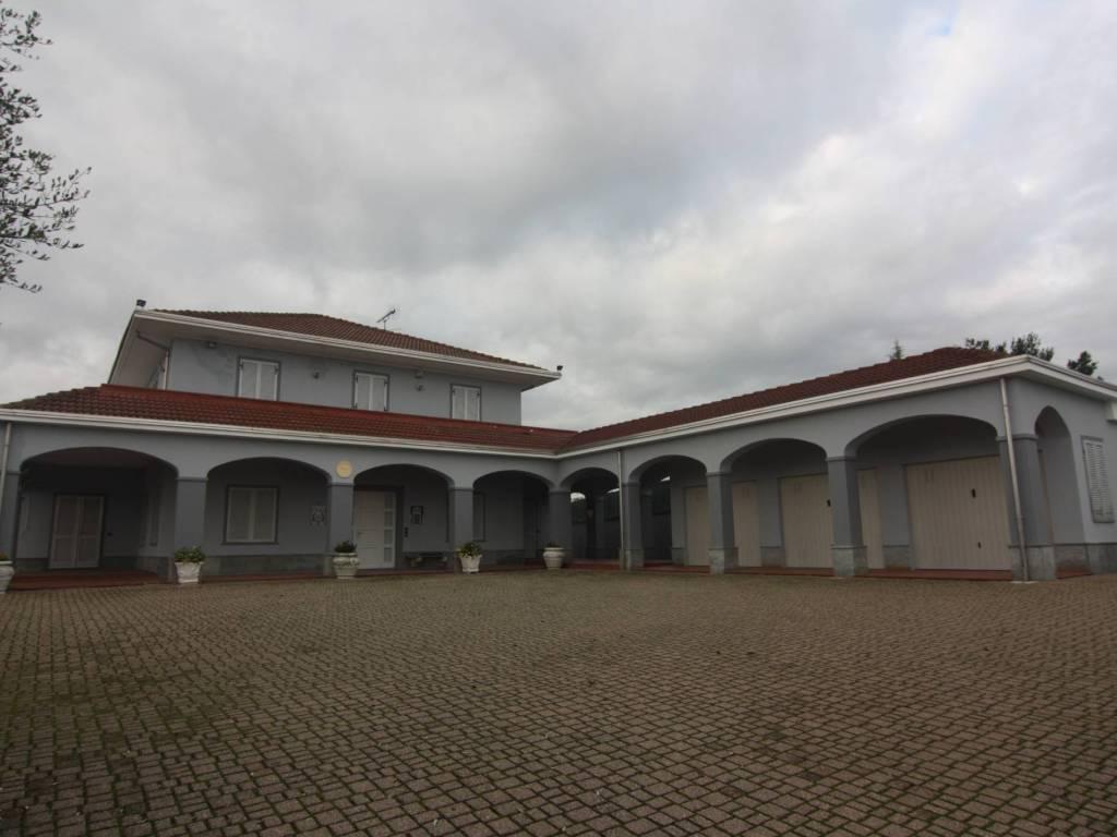 foto esterno ingresso Single family villa, excellent condition, 347 sq.m., Govone