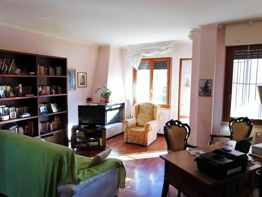 Benedetti Camere Da Letto.Vendita Appartamento Viterbo Trilocale In Via Otello Benedetti