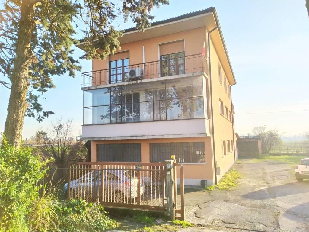 foto  Single-family townhouse Strada Provinciale Padana Superiore Est 15, Castel Gabbiano