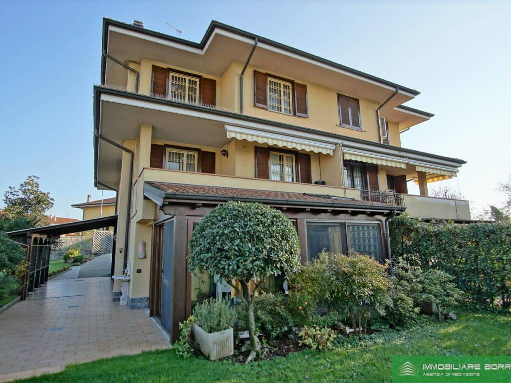foto  Terraced house 4 rooms, excellent condition, Colturano