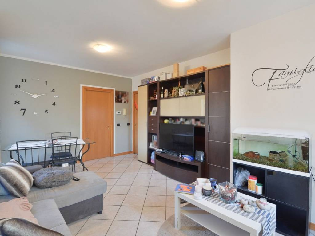 foto Soggiorno Трехкомнатная квартира via Urago 31, Tavernerio