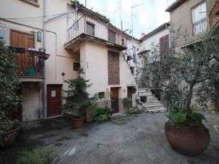 Φωτογραφία - Δυάρι piazza del Borgo, Ginestra Sabina, Monteleone Sabino