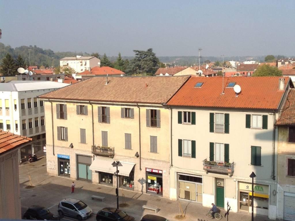 foto  Трехкомнатная квартира piazza Roma 45, Mariano Comense