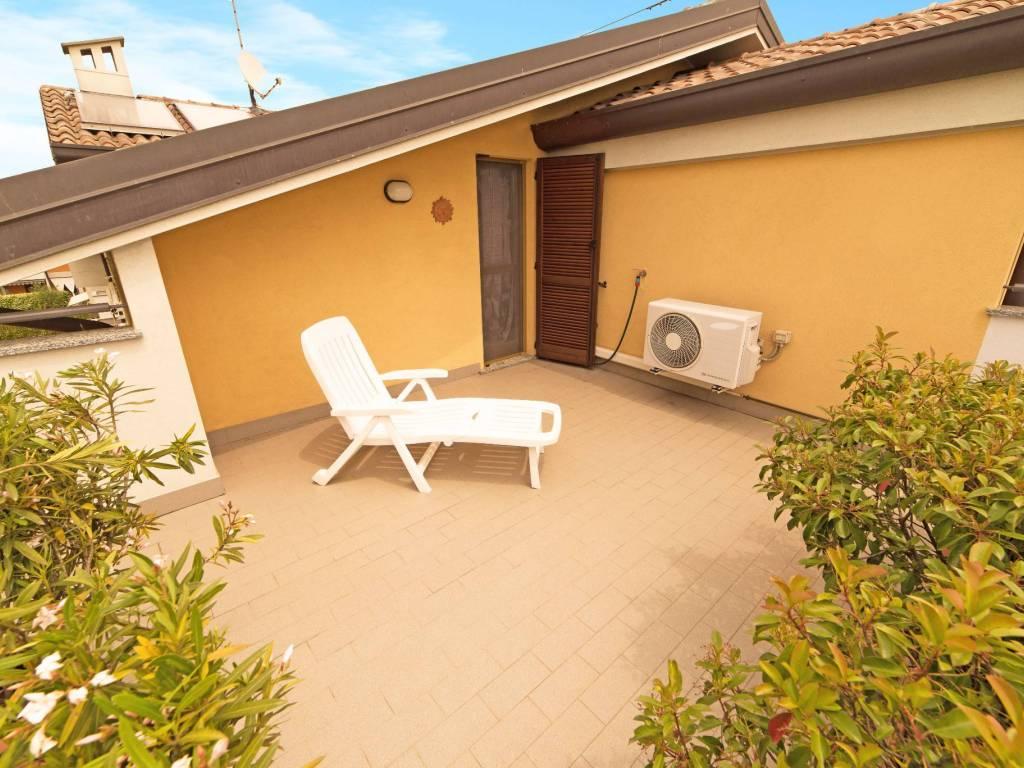 foto terrazzo solarium 4-room flat via Don Luigi Penati, Cassano d'Adda