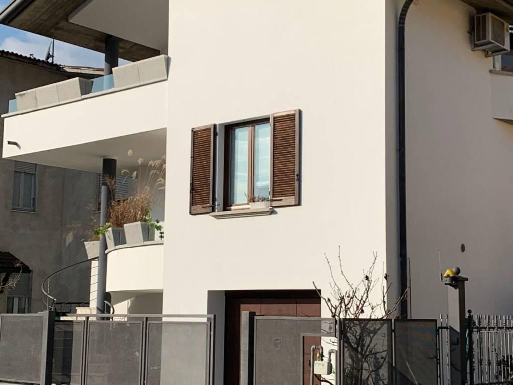 foto esterno Односемейная вилла via Piave, Carugo