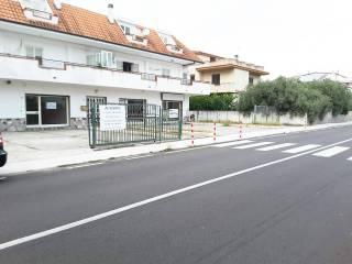 Foto - Quadrilocale via Nazionale 35, Montepaone Lido, Montepaone