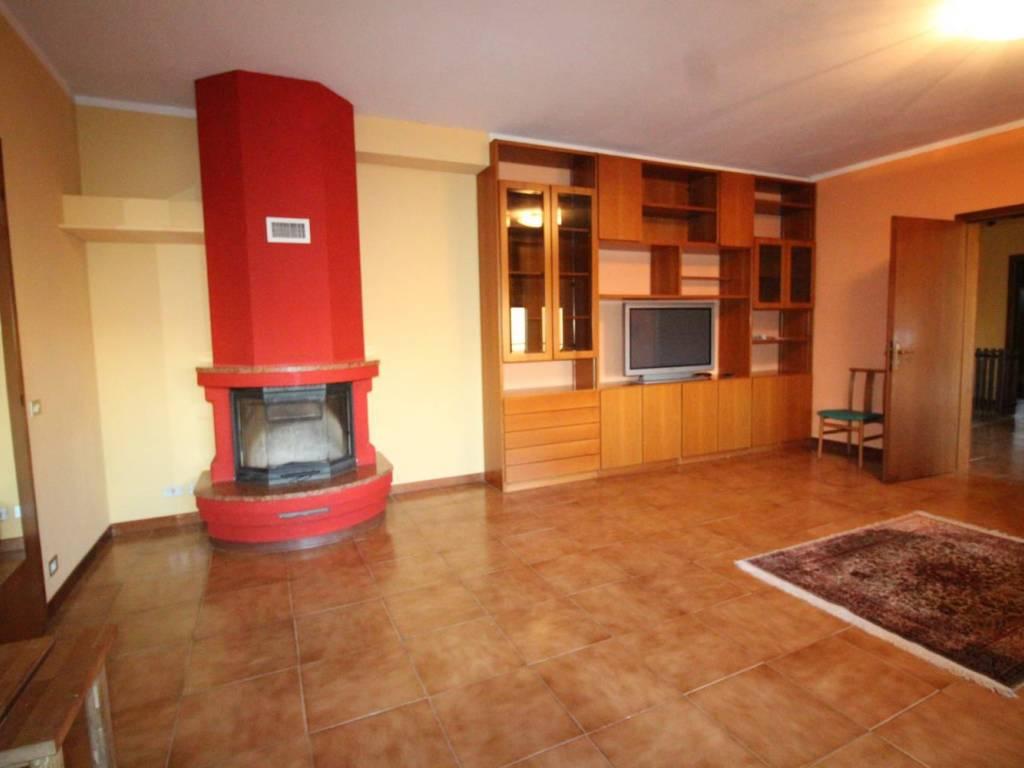 foto  Трехкомнатная квартира viale Vittorio Veneto, Cirimido