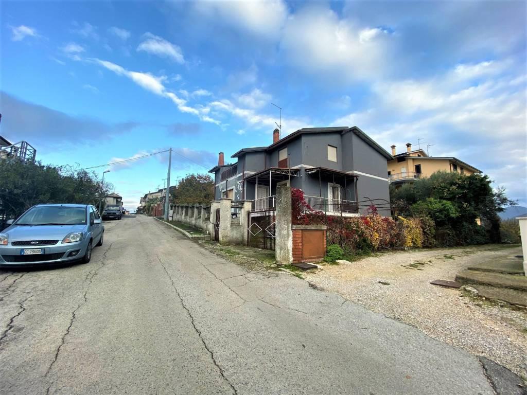 foto Vista laterale Villa unifamiliare via Giardino, Poggio Nativo