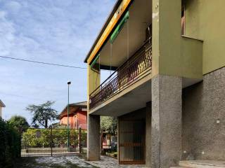Photo - Two-family villa via Dante Alighieri, Scanzorosciate