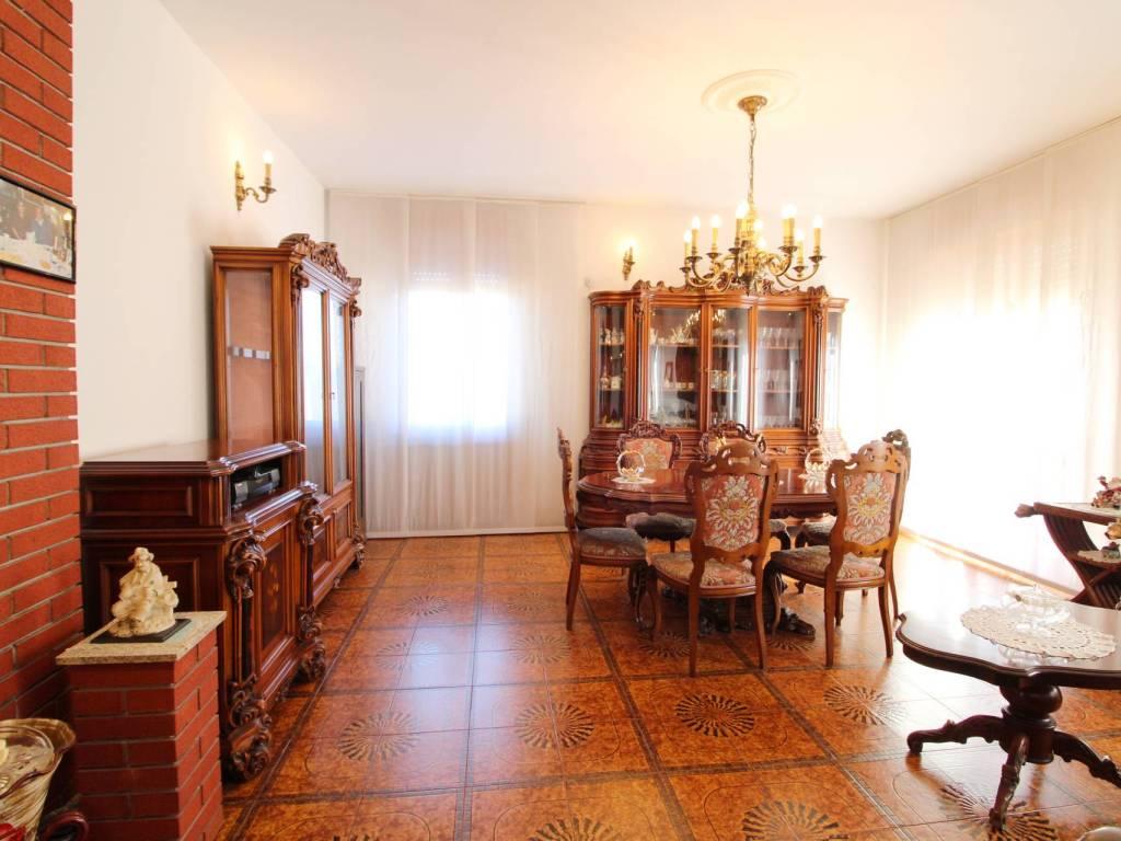 foto Soggiorno 4-room flat via Piemonte, Cantù