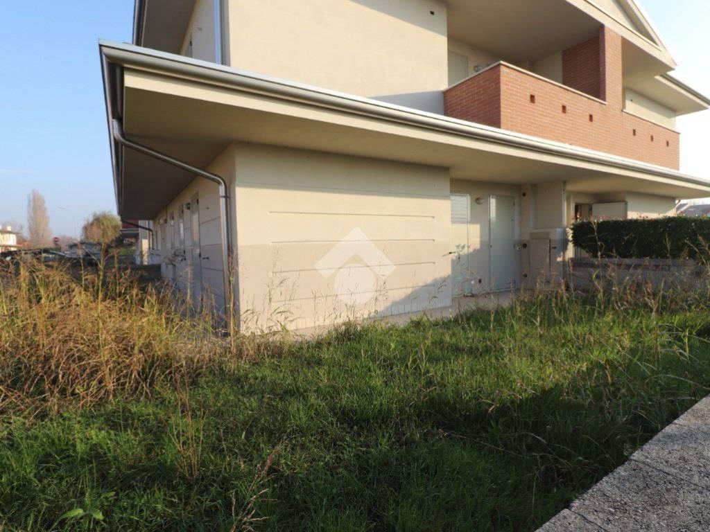 foto ESTERNO 3-room flat via Cesare Battisti, Roncoferraro